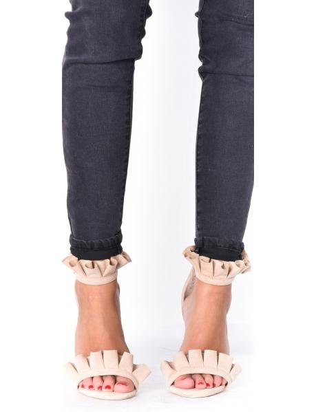 Sandales en suédine à froufrou