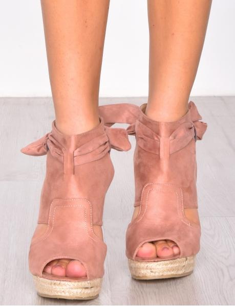 Sandales en suédine à talons compensés