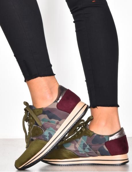 Sneakers Tarnfleck