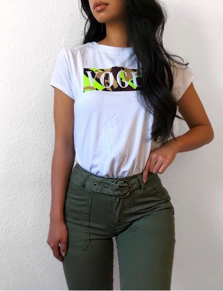 T-Shirt VOGUE mit Tarnfleck-Print