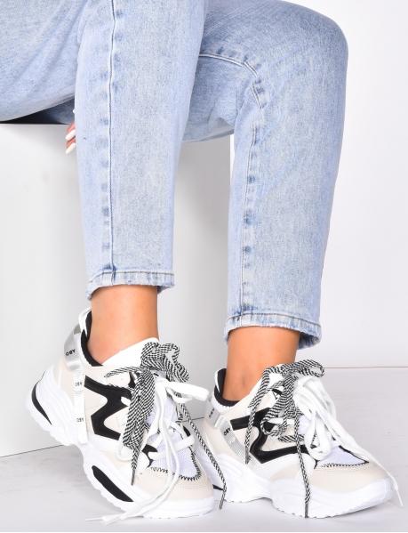 Sneakers mit Schuhbändern in Oversize-Optik