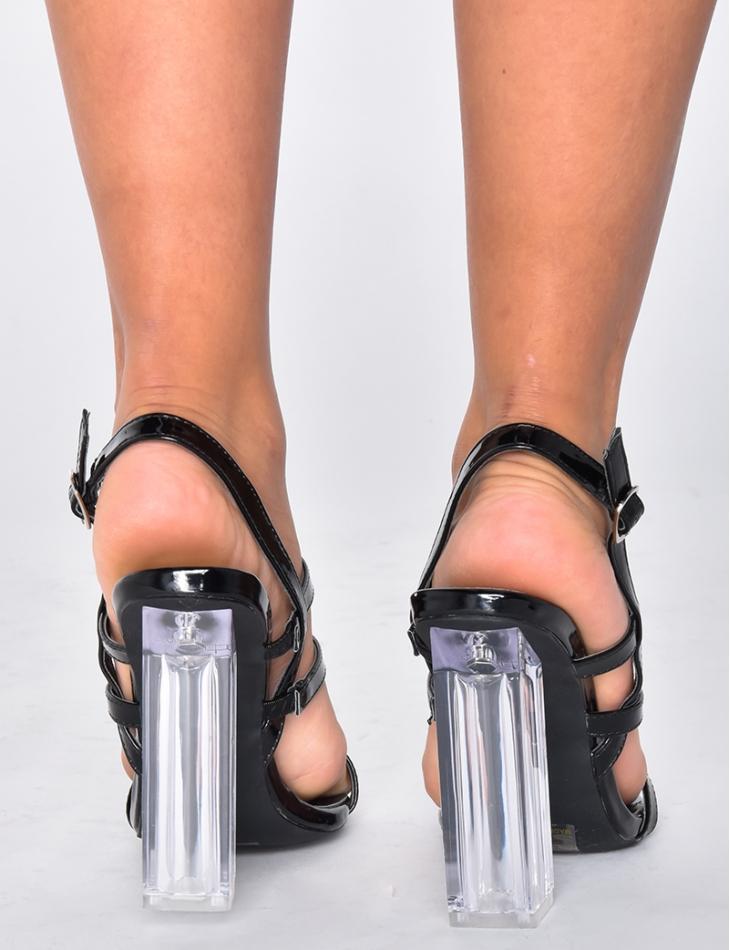 Escarpins à talons transparents