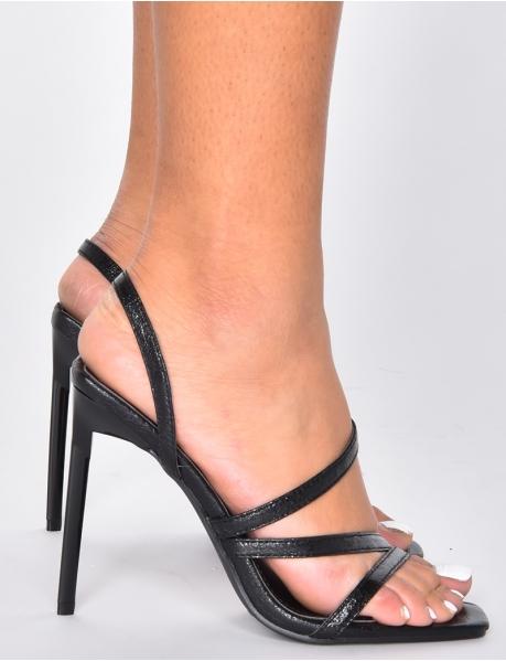 Sandalen mit Riemchen aus Kunstleder