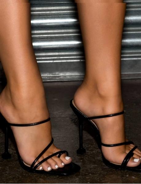 Sandales mininalistes à talons piedestales