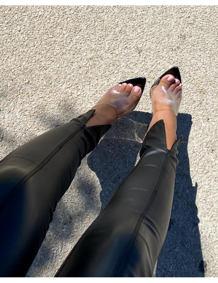 Jeans huilé à zips aux chevilles