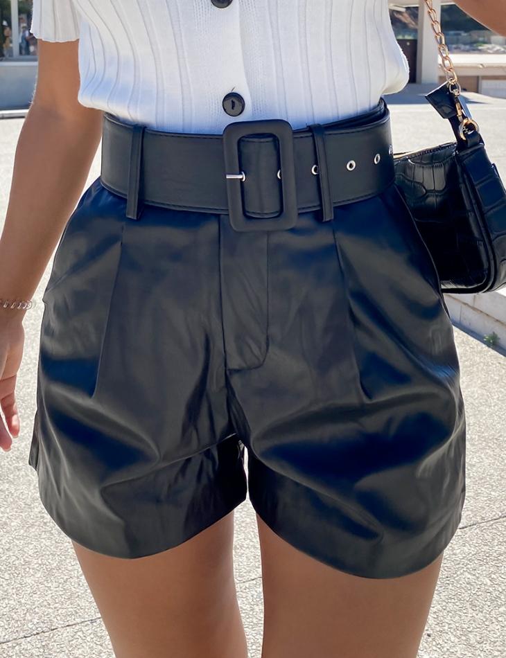 Short en simili cuir à ceinture