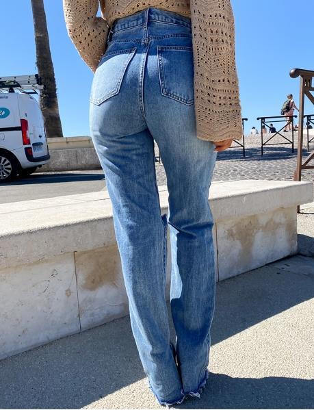 Jeans taille haute destroys fendu aux chevilles