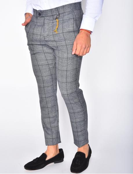 Pantalon à carreaux et breloques