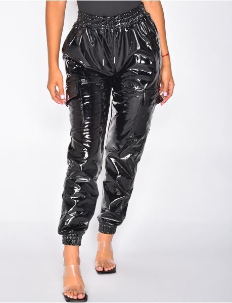 Pantalon cargo en vinyle