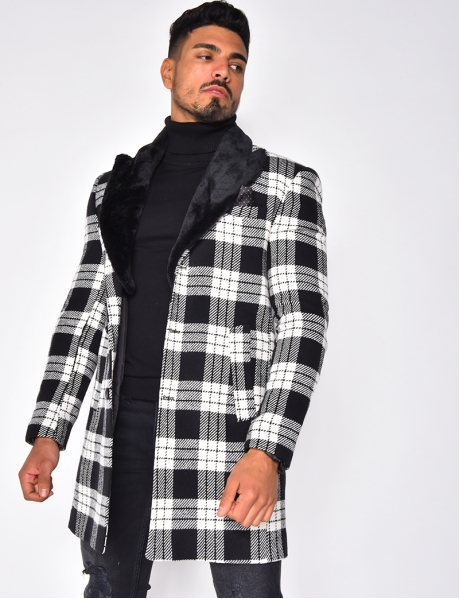 Manteau à carreaux et col en fourrure