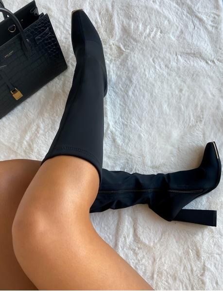 Stiefel mit Absatz