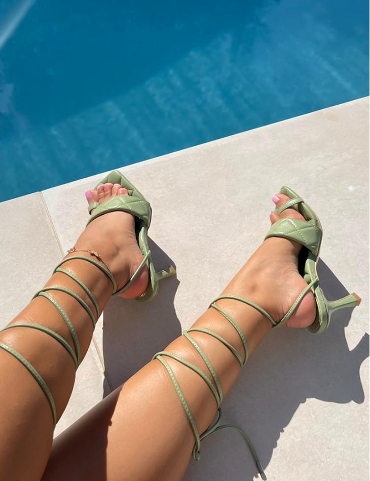Sandales matellassées à nouer