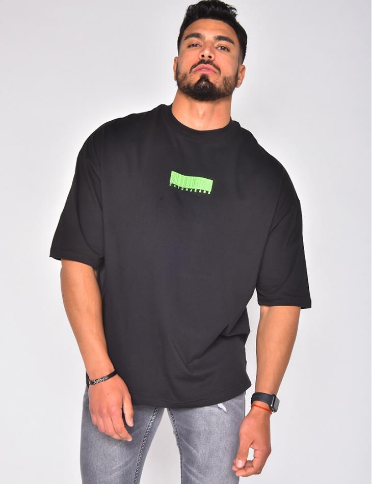 T-shirt avec code barre en relief