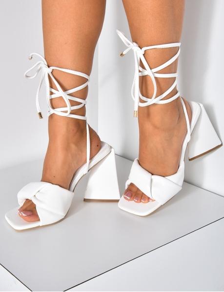 Sandales à talons déstructurés lacées