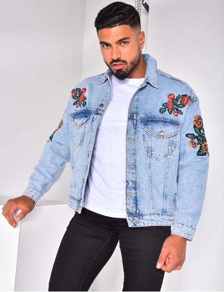 Jeansjacke mit Blumen